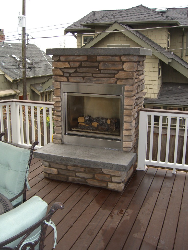 NATURAL GAS AND OUTDOOR FIREPLACE – Fireplaces